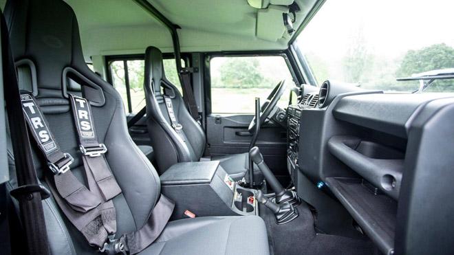 """Land Rover Defender trong phim """"Điệp Viên 007"""" sẽ được bán đấu giá - 7"""