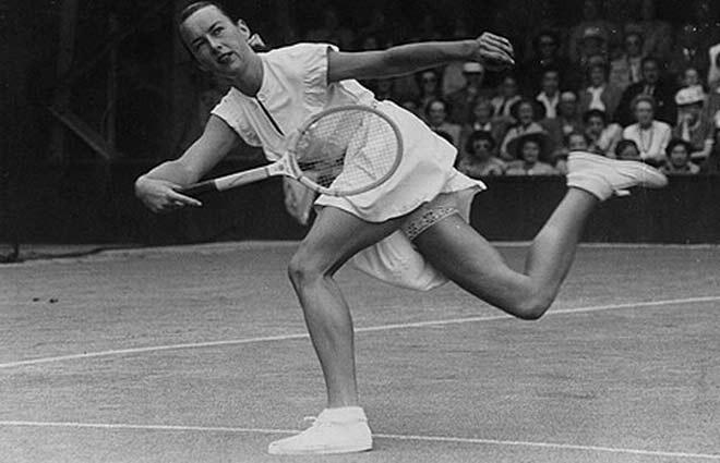 """Nhức nhối Wimbledon: """"Quần nhỏ"""" hững hờ, thảm họa Sharapova - 1"""