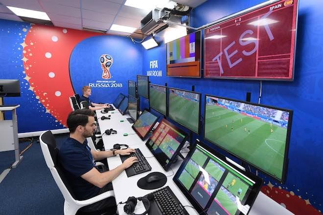 """VAR: Khi công nghệ """"đào huyệt"""" chôn thứ cảm xúc mang tên World Cup - 1"""