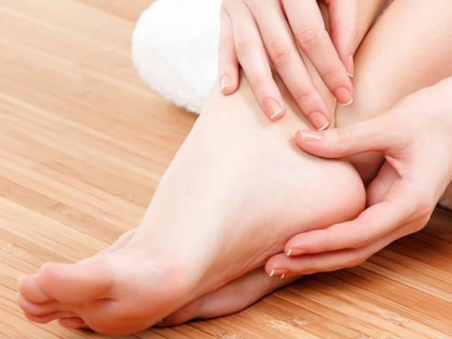 Chưa cần đi khám, bàn chân có những dấu hiệu này cảnh báo vấn đề nghiêm trọng