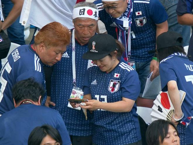 """Nhật Bản chấn động World Cup: Hot girl """"rơi lệ"""", triệu fan ăn mừng như vô địch - 1"""