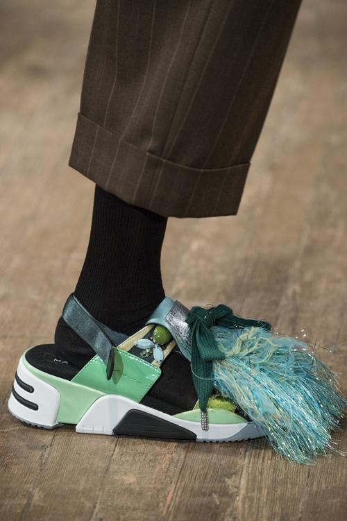 Giày khủng bố vừa thô vừa đắt nhưng lạ thay, ai cũng mê - 8