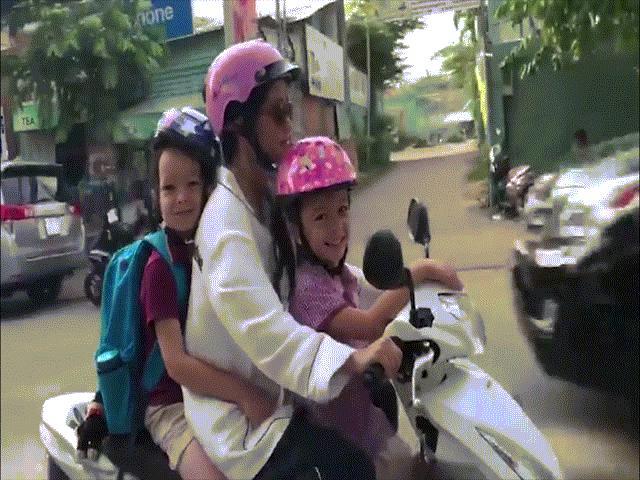 Hồng Nhung vượt cú sốc ly hôn để đưa con đi học