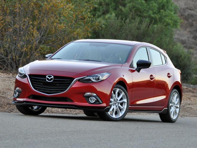 So sánh Mazda 3 phiên bản 1.5L và 2.0L: Khác biệt gì khi chênh lệch hơn 90 triệu đồng? - 1