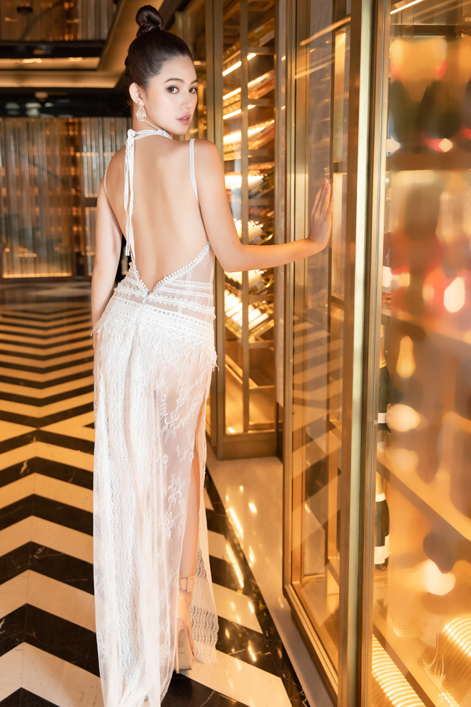 Hoa hậu Jolie Nguyễn diện váy mỏng như sương, lấp ló vòng 3 nóng bỏng - 8