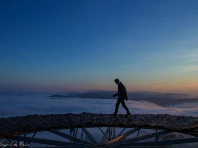 'Săn mây' trên cây cầu gỗ đẹp như chốn bồng lai ở Đà Lạt