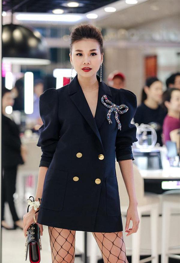 """Giai nhân cũ của Cường Đô la quá gợi cảm với cách mặc """"quần tàng hình"""" - 5"""