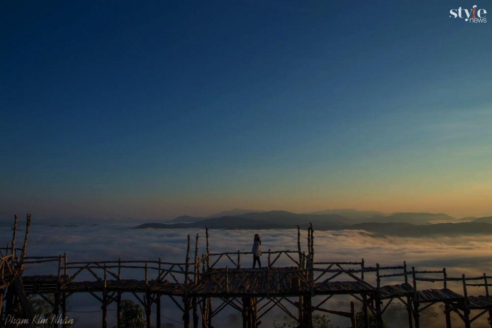 'Săn mây' trên cây cầu gỗ đẹp như chốn bồng lai ở Đà Lạt - 4