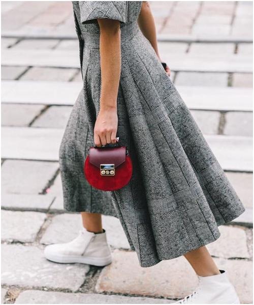 Túi mini: Món đồ không tiện ích nhưng cô gái nào cũng thèm muốn - 12