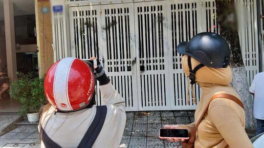 Vụ sàm sỡ bé gái: Nhà cựu Phó viện trưởng VKSND Đà Nẵng bị vẽ bậy, ném rác - 4