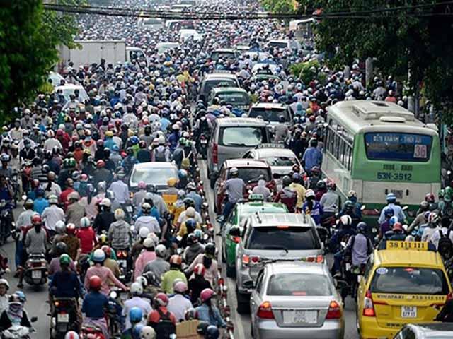 """Lái xe ô tô ở Việt Nam - Đủ cái """"ấm ức"""" của cánh tài xế!"""