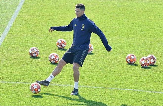 Trầm trồ Ronaldo: Tái xuất đấu Ajax, sắp được đặt tên cho sân vận động - 1