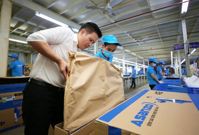 Tập đoàn điện tử nào tiên phong thay toàn bộ bao bì bằng giấy tái chế? - 1