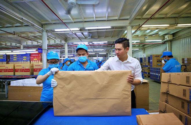 Tập đoàn điện tử nào tiên phong thay toàn bộ bao bì bằng giấy tái chế? - 5