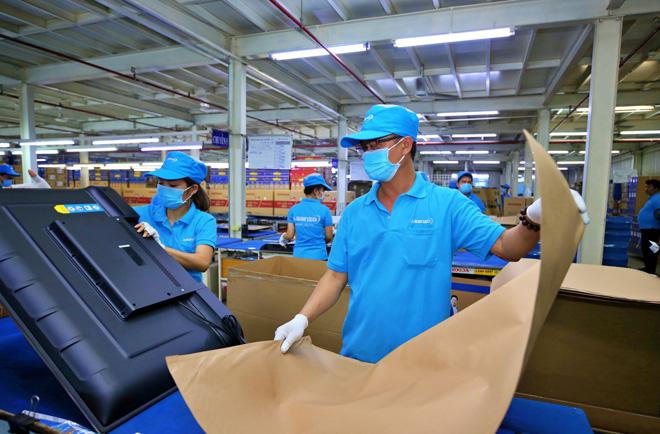 Tập đoàn điện tử nào tiên phong thay toàn bộ bao bì bằng giấy tái chế? - 2