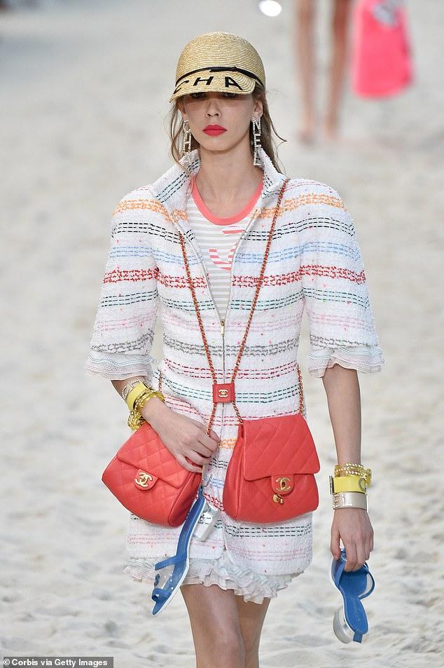 Chanel lăng xê xu hướng túi theo cặp gây sốt - 7