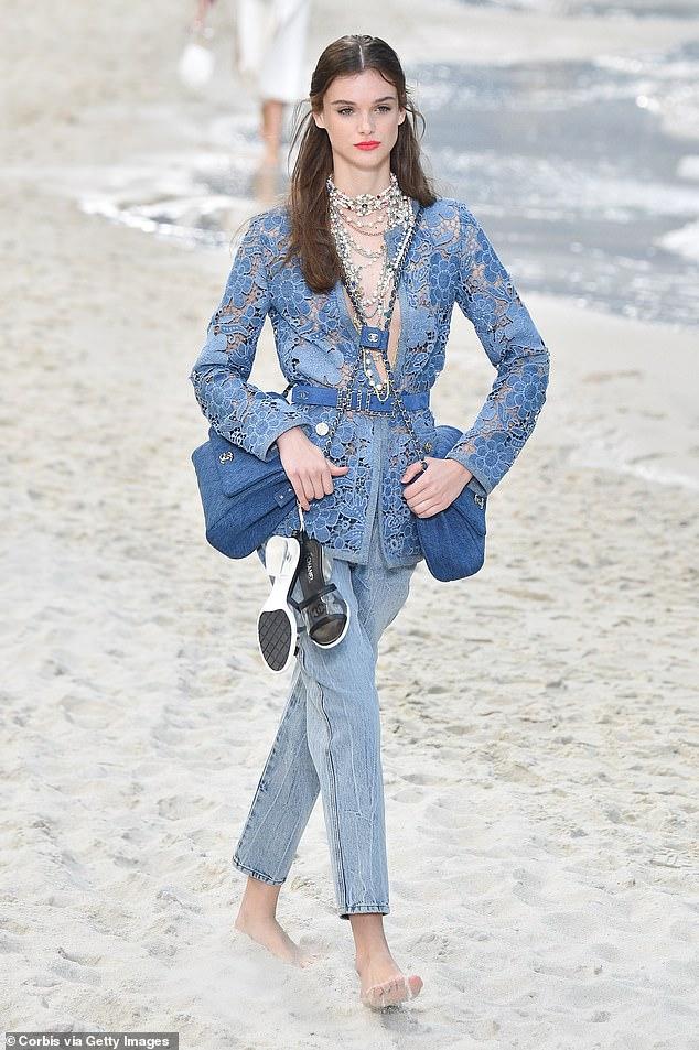Chanel lăng xê xu hướng túi theo cặp gây sốt - 8