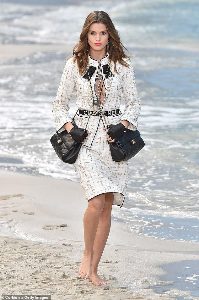 Chanel lăng xê xu hướng túi theo cặp gây sốt - 5