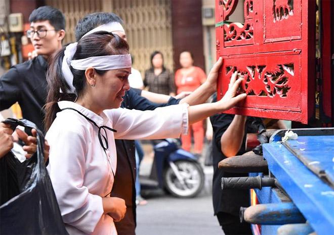 Sao Việt khóc nghẹn khi Thanh Bạch đọc điếu văn ở lễ động quan cố NS Anh Vũ - Ảnh 6