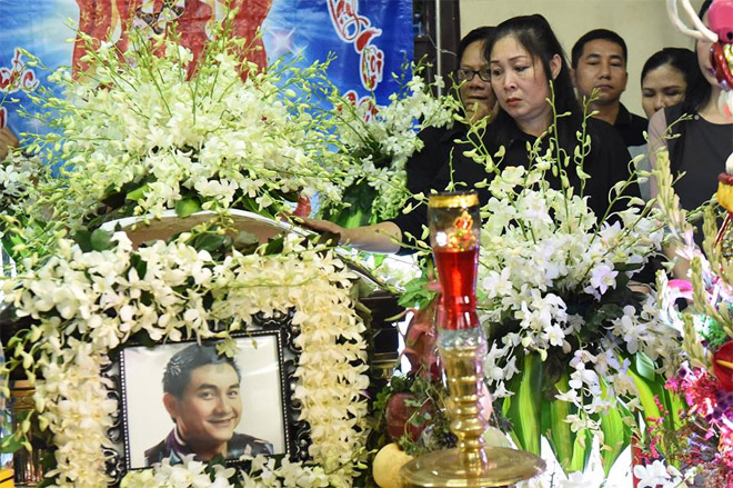 Sao Việt khóc nghẹn khi Thanh Bạch đọc điếu văn ở lễ động quan cố NS Anh Vũ - Ảnh 12