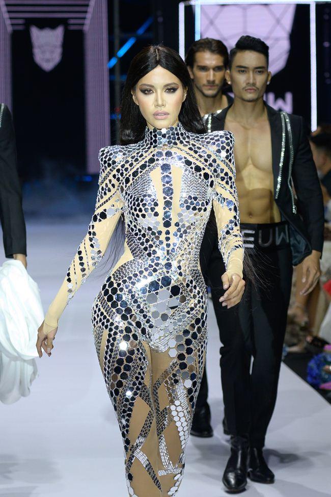 Viễn cảnh tương lai kỳ ảo trong show khai màn Tuần thời trang quốc tế Việt Nam - 3