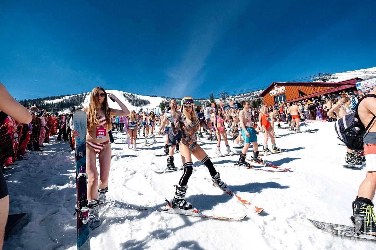 Mặc cái lạnh 15 độ C, hàng trăm cô gái xinh diện bikini trượt tuyết ở Nga - 9