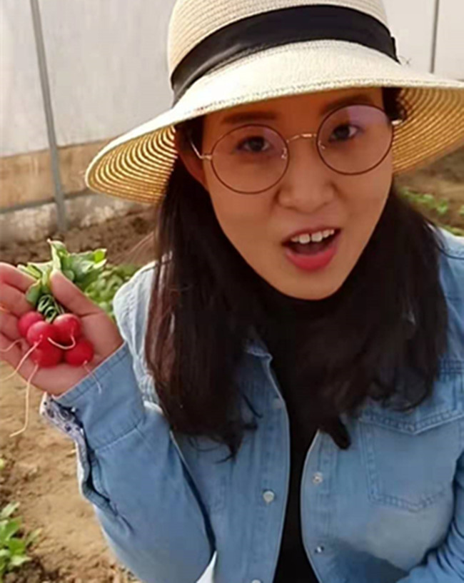 """Cô gái bỏ thành phố về quê trồng củ cải """"tí hon"""", bán gần 550.000/kg - 1"""