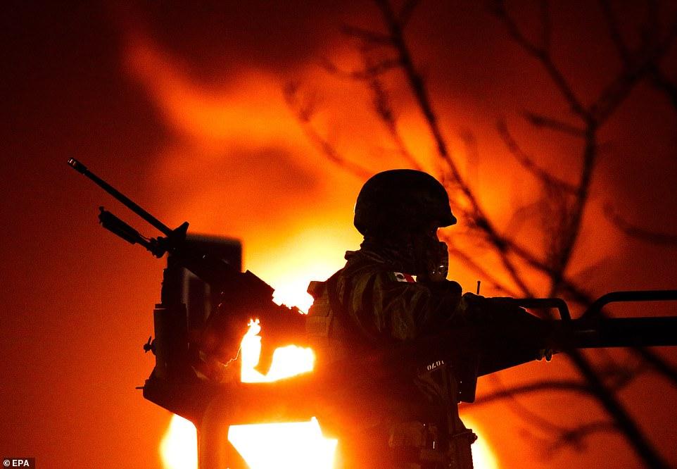 Trộm xăng gây nổ đường ống dẫn, lửa bốc cao 5m - 1