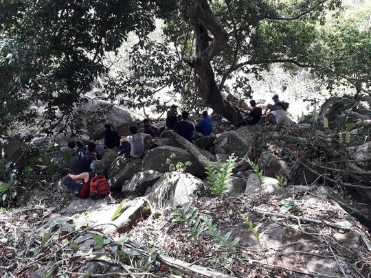 Khám phá núi Bà Đen, 2 người bị ong tấn công, gần chục người tham gia giải cứu - 1