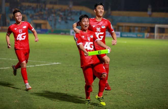 """SAO sáng nhất vòng 5 V-League: """"Cơn lốc"""" Văn Toàn bùng nổ - 2"""