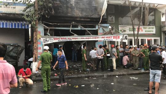 3 người chết trong cửa hàng bị cháy - 4