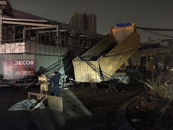 Nhiều khu vực ở Sài Gòn bị mất điện cả đêm chỉ vì chiếc xe ben? - 1