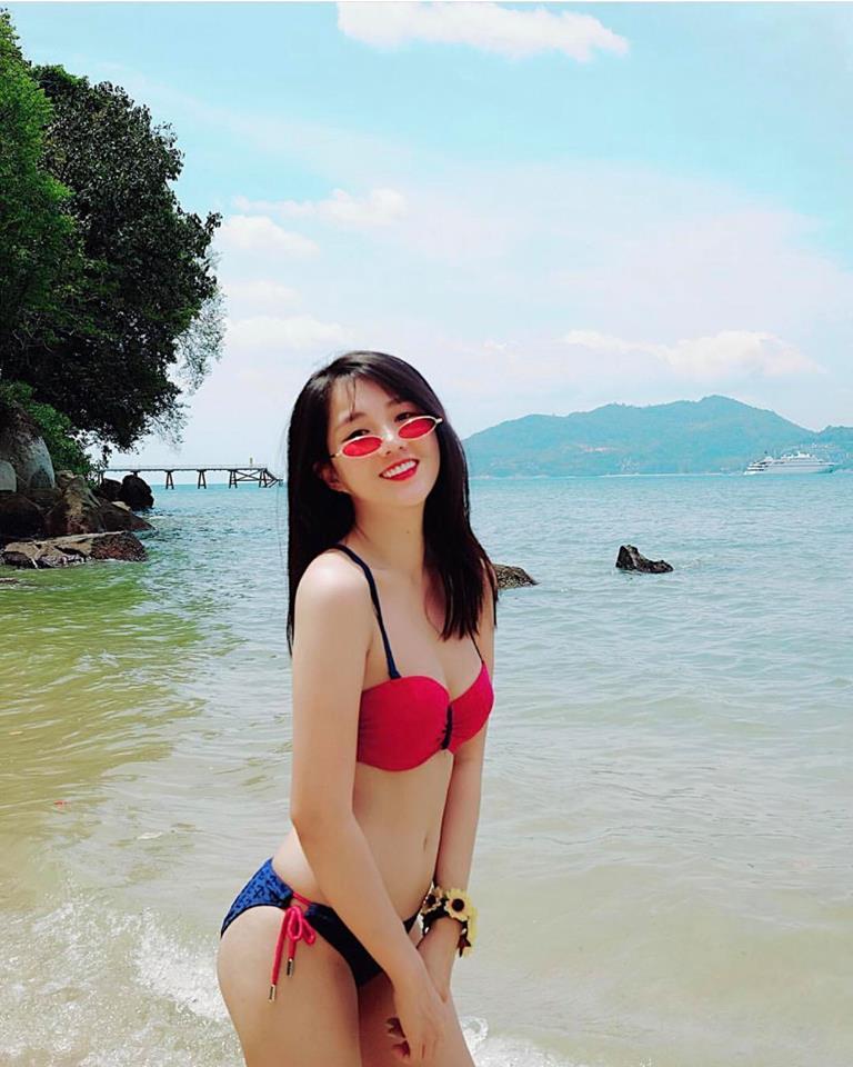 Nữ game thủ xinh đẹp Trinh Xíu khoe dáng với bikini cut-out