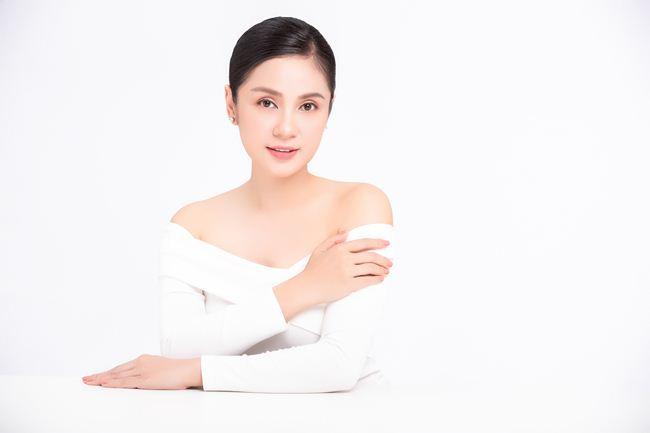 """""""Nữ hoàng ảnh lịch"""" Việt Trinh khoe vẻ nõn nà, đẹp đỉnh cao ở tuổi 47 - 3"""