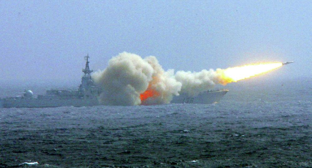 """Chuyên gia: Tên lửa TQ đặt tàu sân bay Mỹ vào thế """"ngàn cân treo sợi tóc"""" - 1"""
