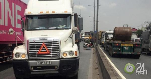 Nóng 24h qua: Ám ảnh với phản ứng của tài xế container sau tai nạn chết người