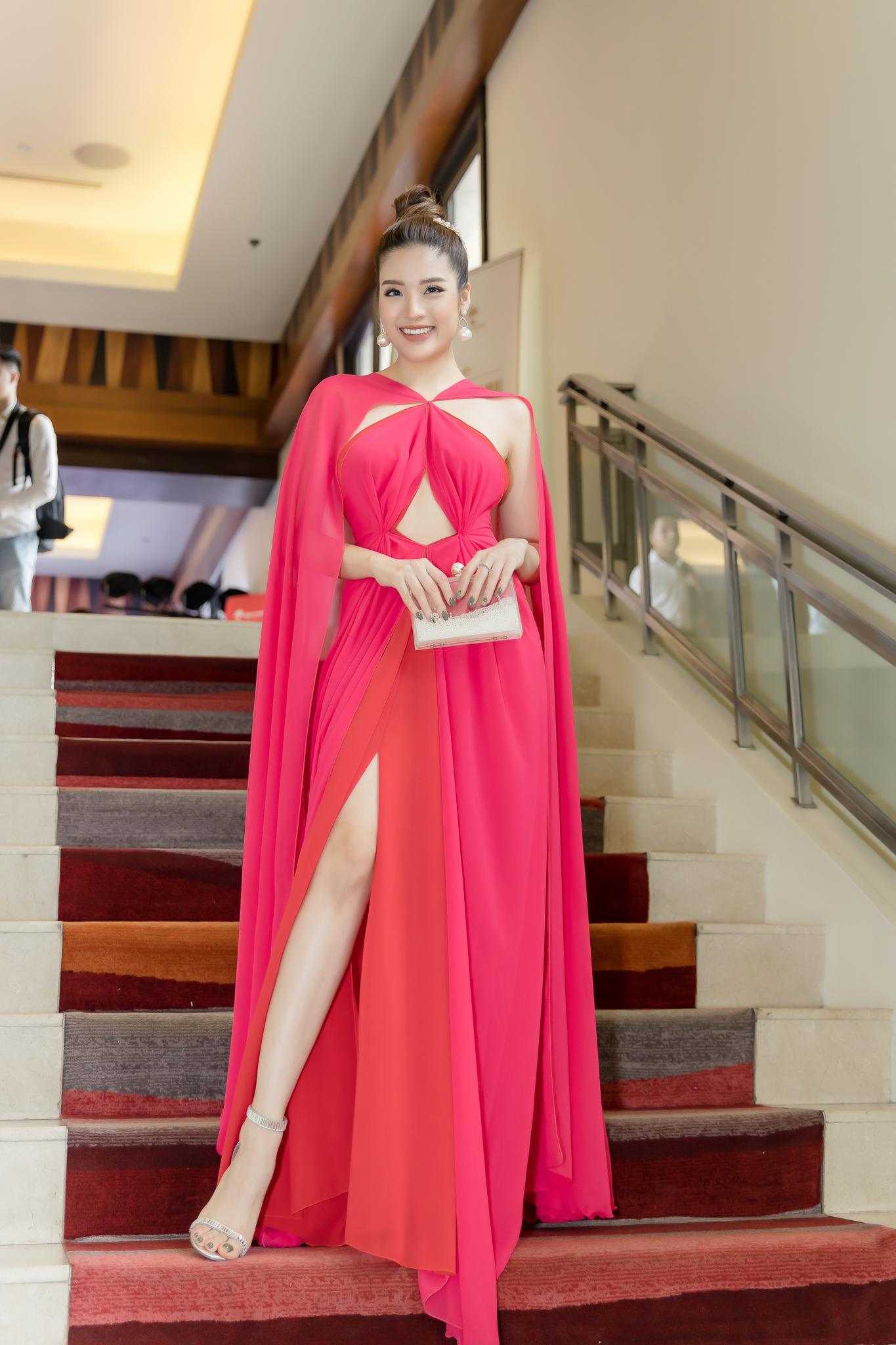 Hoa hậu Phan Hoàng Thu khoe thân hình đồng hồ cát chuẩn nữ thần - 2