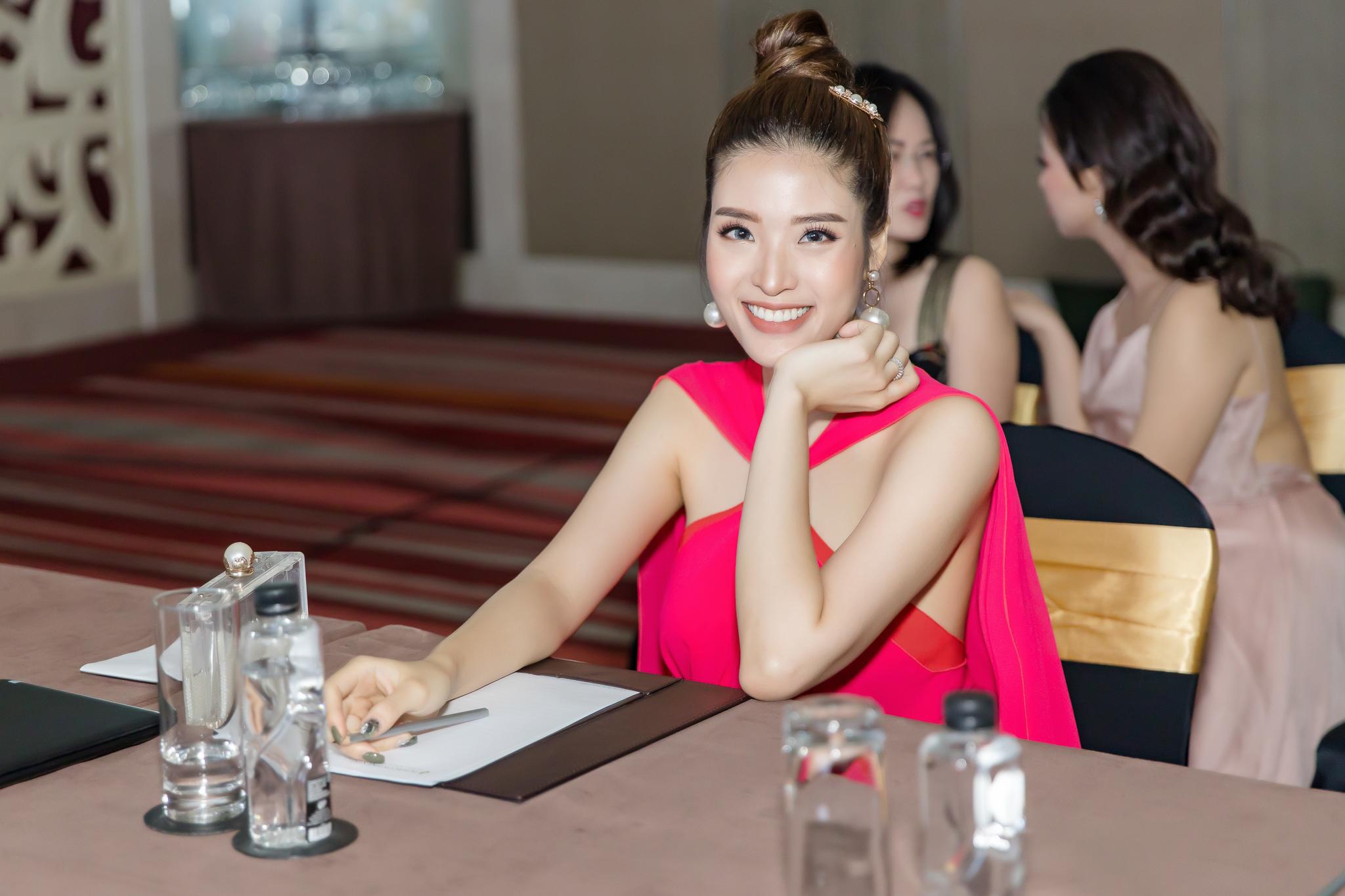 Hoa hậu Phan Hoàng Thu khoe thân hình đồng hồ cát chuẩn nữ thần - 6