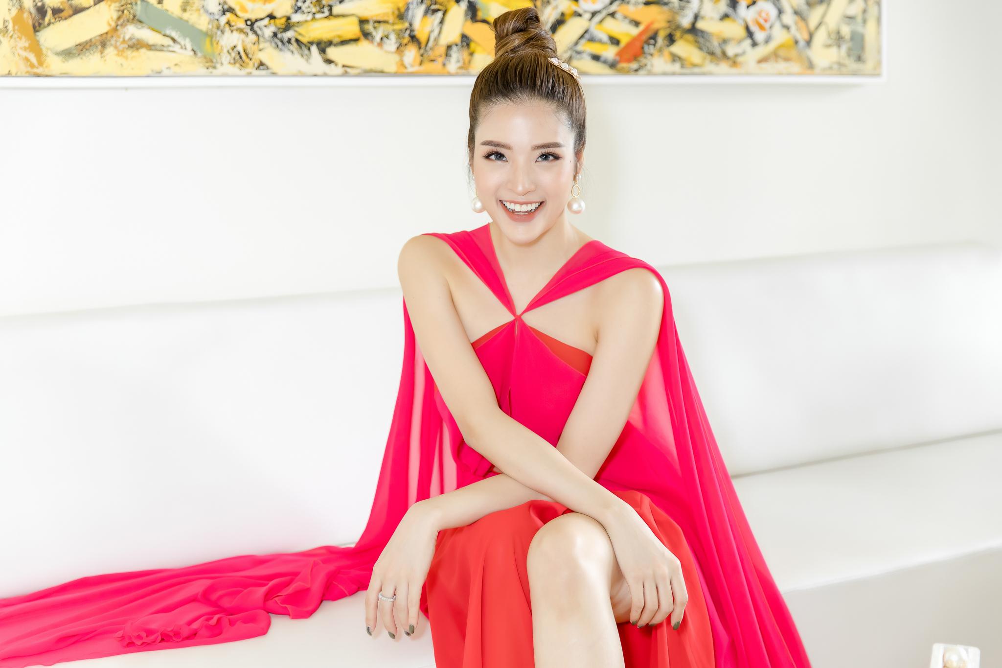 Hoa hậu Phan Hoàng Thu khoe thân hình đồng hồ cát chuẩn nữ thần - 4