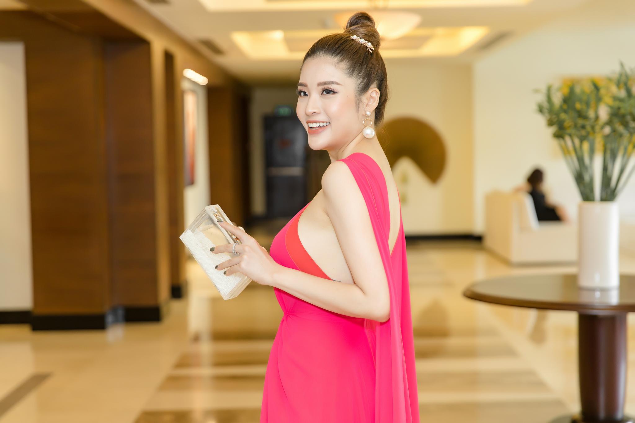 Hoa hậu Phan Hoàng Thu khoe thân hình đồng hồ cát chuẩn nữ thần - 8