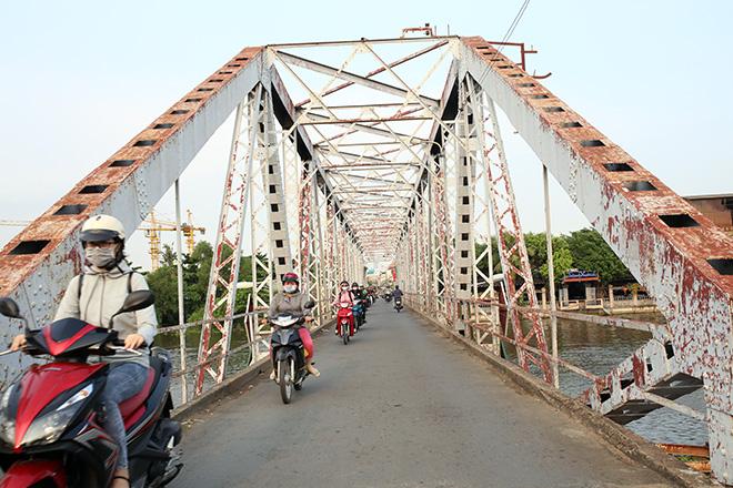 Ngắm cây cầu cấu trúc thép Eiffel hơn 100 tuổi nối đôi bờ sông Sài Gòn đang bị khai tử - 1