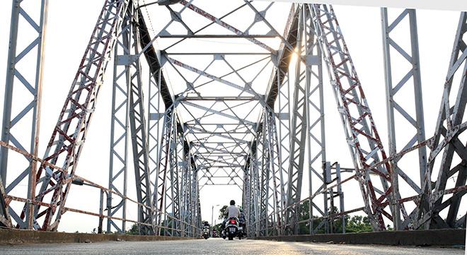 Ngắm cây cầu cấu trúc thép Eiffel hơn 100 tuổi nối đôi bờ sông Sài Gòn đang bị khai tử - 3