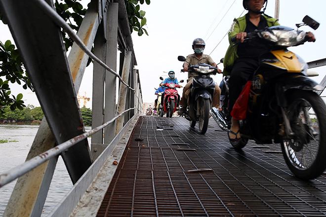 Ngắm cây cầu cấu trúc thép Eiffel hơn 100 tuổi nối đôi bờ sông Sài Gòn đang bị khai tử - 4