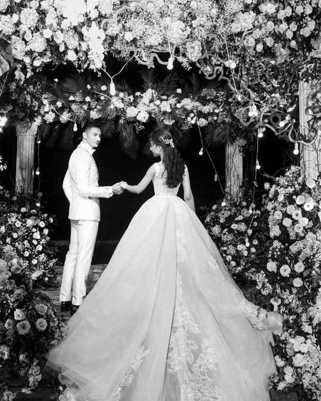 Con gái bầu Đệ xúc động ôm chồng nam vương trong đám cưới cổ tích - 2