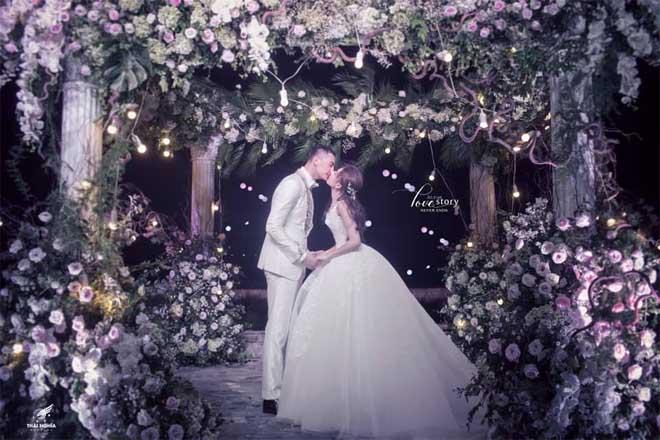 Con gái bầu Đệ xúc động ôm chồng nam vương trong đám cưới cổ tích - 3