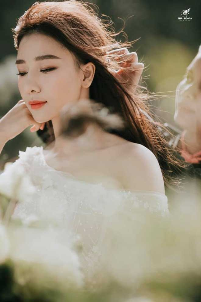 Con gái bầu Đệ xúc động ôm chồng nam vương trong đám cưới cổ tích - 6