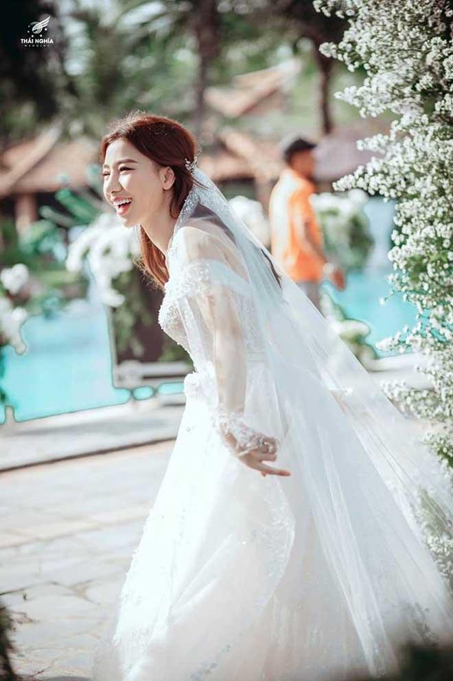 Con gái bầu Đệ xúc động ôm chồng nam vương trong đám cưới cổ tích - 7