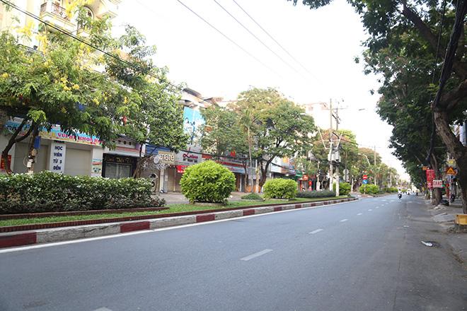 """Người dân """"rủ nhau đi trốn"""", đường phố Sài Gòn yên bình, thông thoáng đến lạ - 2"""