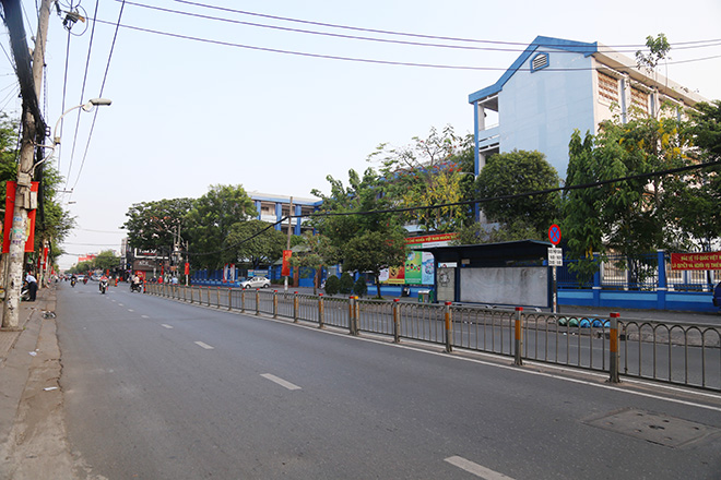 """Người dân """"rủ nhau đi trốn"""", đường phố Sài Gòn yên bình, thông thoáng đến lạ - 3"""