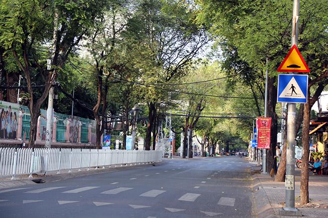 """Người dân """"rủ nhau đi trốn"""", đường phố Sài Gòn yên bình, thông thoáng đến lạ - 5"""